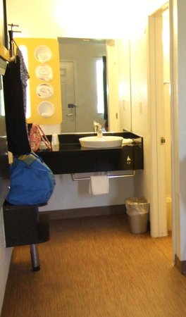 Motel 6 Galveston: Vanity