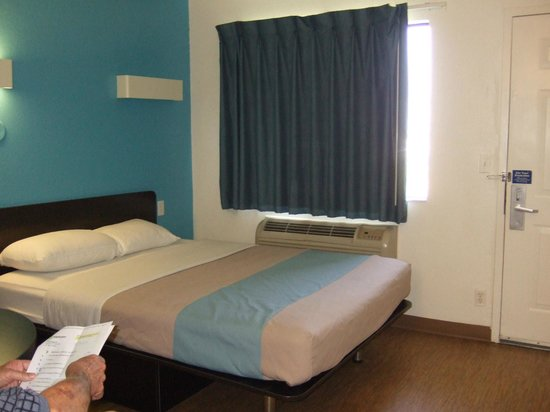 Motel 6 Galveston : The bed~ it was comfortable