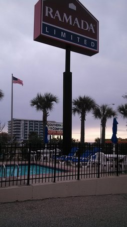 Days Inn Biloxi Beach: outside of hotel
