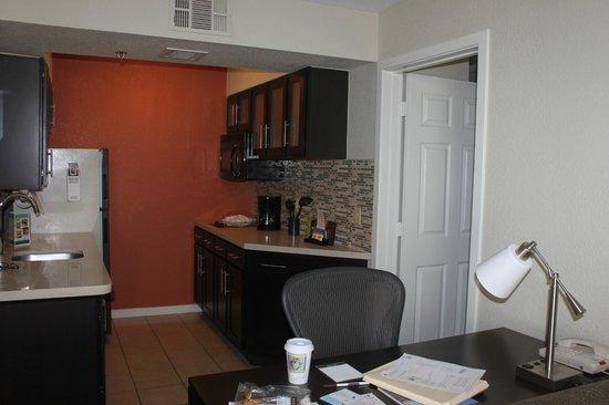 Staybridge Suites San Francisco Airport: Kitchen