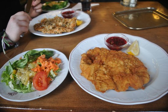 Cafe Sperl : Salad and Schnitzel