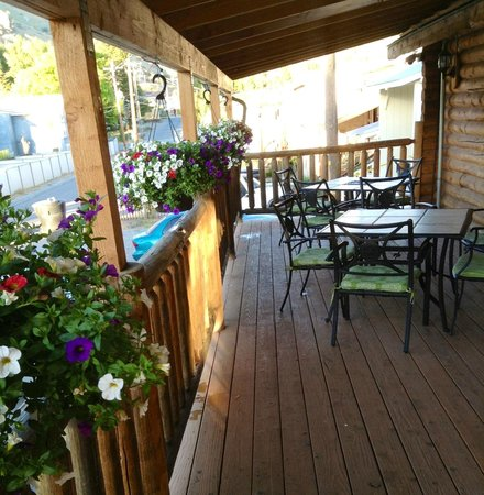 Silver Grille : Back patio