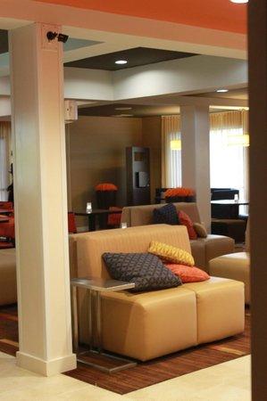 Courtyard Chicago Bloomingdale : lobby