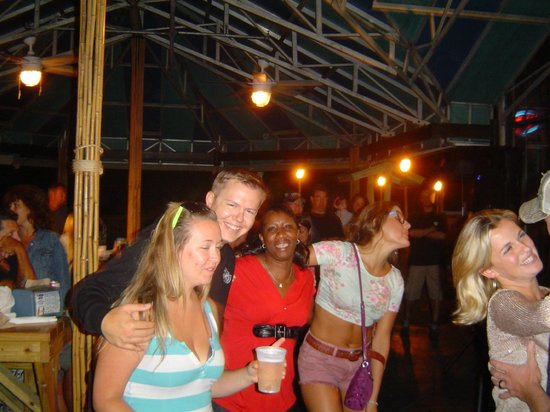 Calypso Bar and Grill: Great music, local and tourist mixture, great people