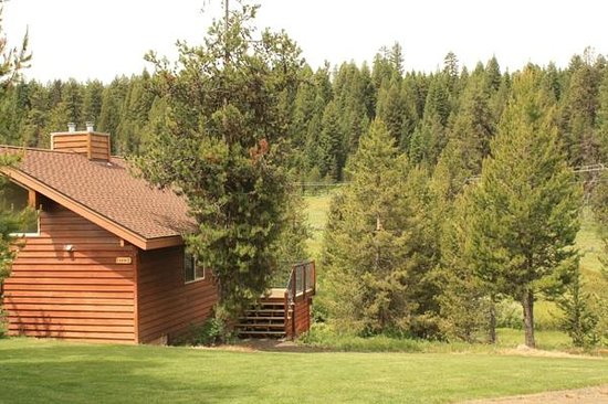 Bear Creek Lodge: View of Cabin 2