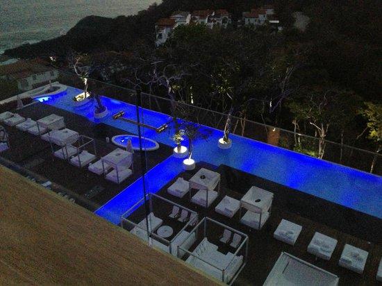 Hotel Encanto: Vista nocturna de la alberca