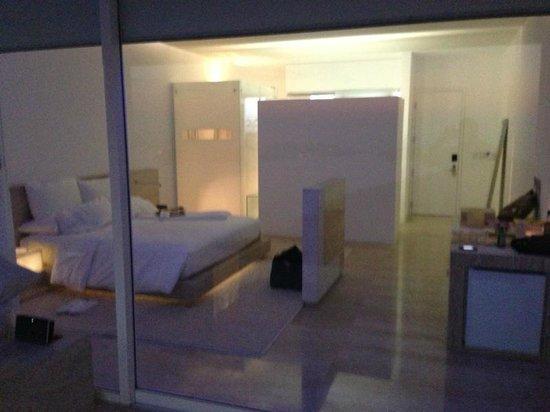 Hotel Encanto: Habitaciòn con iluminaciòn normal