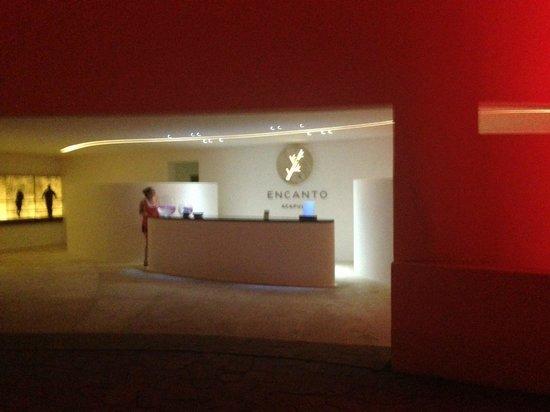 Hotel Encanto: Area de recepciòn/entrega de autos