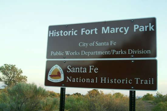 Fort Marcy Hotel Suites: Historic Fort Marcy Park