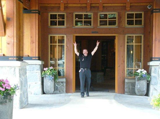 Nita Lake Lodge: Cowboy Glenn (Free shuttle service driver)