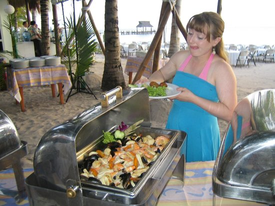 Sunscape Sabor Cozumel : Beach picinic is a must