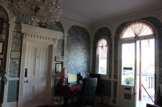 The Robin Hill Hotel: luxurious tall windows