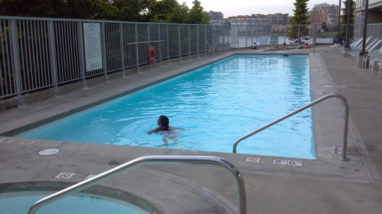 WorldMark Victoria: Early evening swim