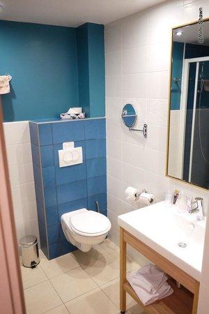 Adagio Paris Vincennes: Bathroom