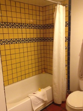 Santa Fe Motel and Inn: Room #14/Bathroom