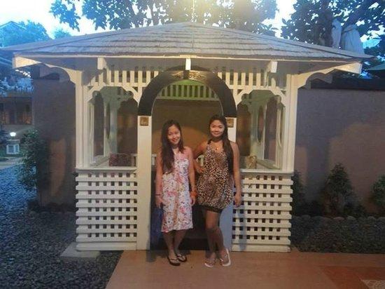 Purple Fountain  Inn: Gazeboo.