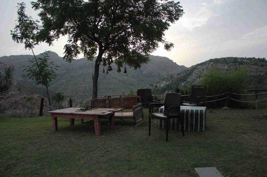 Aravali Silence Lakend Resorts & Adventures Pvt. Ltd.: Breakfast Area outside the Room
