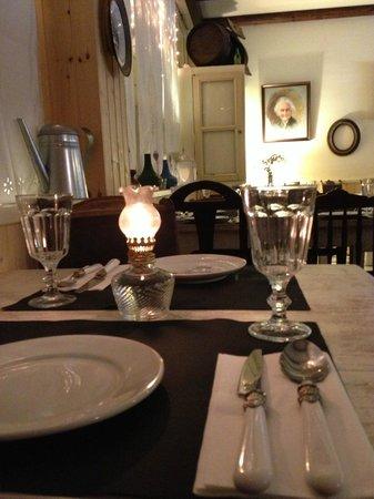 """A Casa d""""Avo Micas: Sala da Avó Micas vista da mesa 01"""