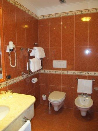 Ambasciatori Palace Hotel : Comfy Bathroom