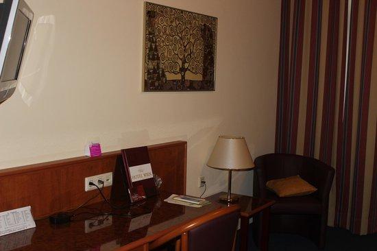 Austria Classic Hotel Wien: a bedroom 2