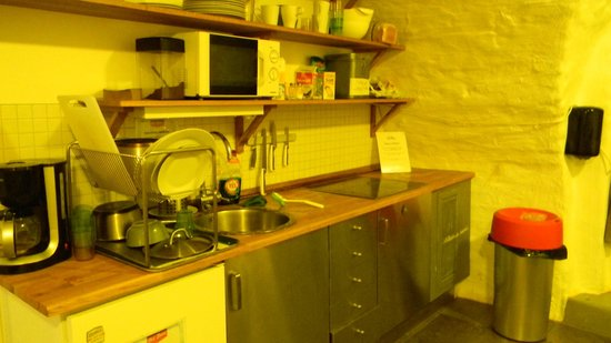Old Town Hostel: cocina