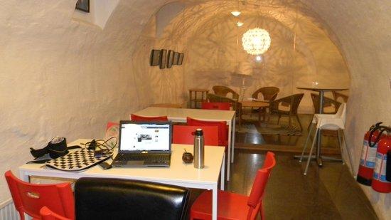Old Town Hostel: comedor