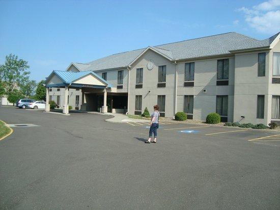 Best Western Dunkirk & Fredonia Inn: Hotel Aussenansicht