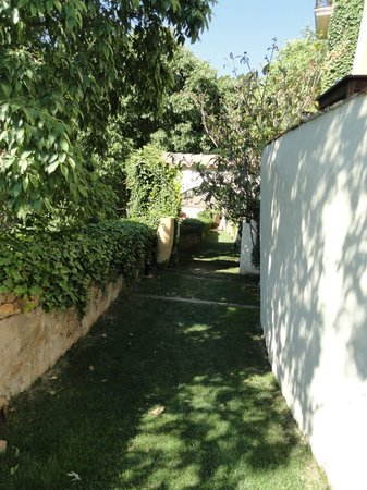 Hotel El Convent: Chemin pour aller à la piscine