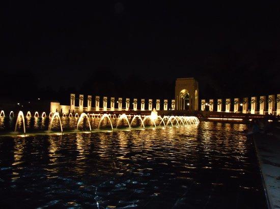 Monumento Nacional de la Segunda Guerra Mundial: WW2 Memorial - The Pool and Fountains