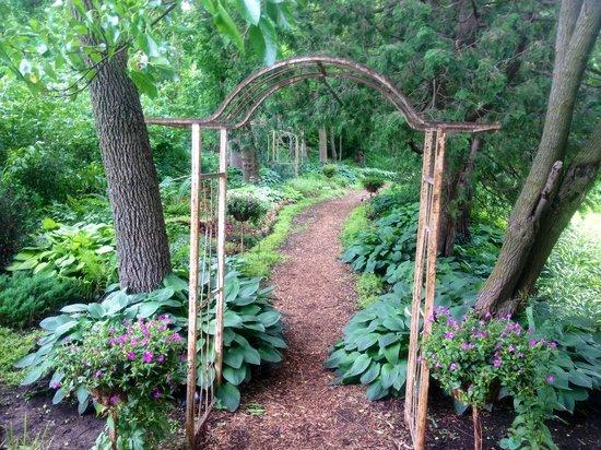 The Inn at Irish Hollow : Garten - Weg zum Pavillon