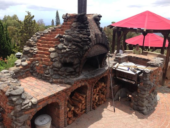 Kula Lodge: Wood Fire Brick Pizza Oven