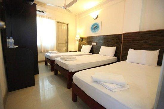 Luckyhiya Hotel: standard triple room