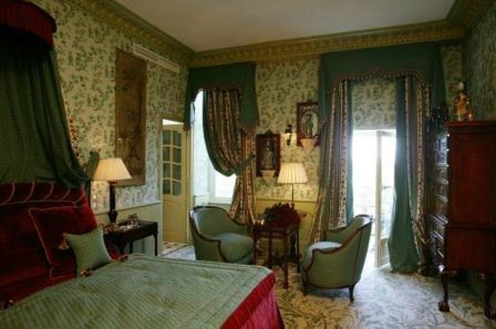 Chateau de Mirambeau : Junior Suite room