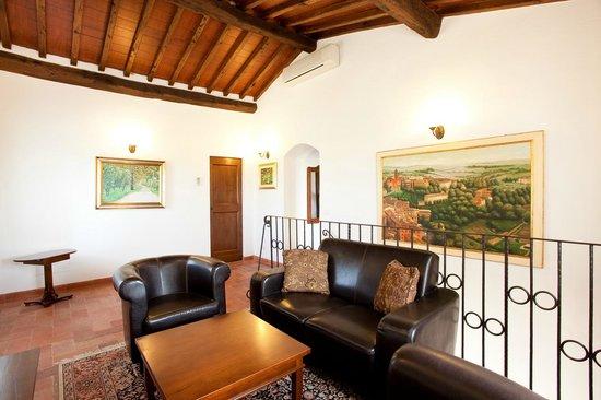 Villa Toscana La Mucchia: living room in suite 1