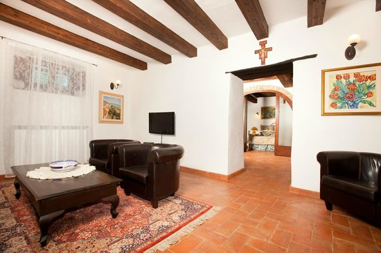Villa Toscana La Mucchia: living room in suite 3