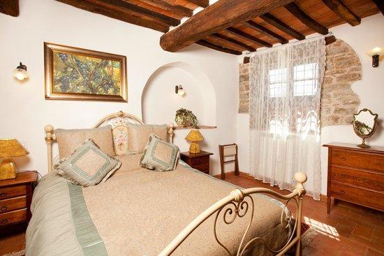Villa Toscana La Mucchia: bedroom in suite 3