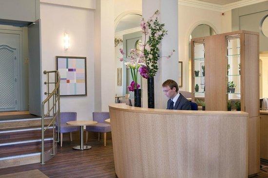 Hôtel Corona Opéra : Reception