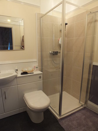 Victoria Hotel: Bathoom in room 4