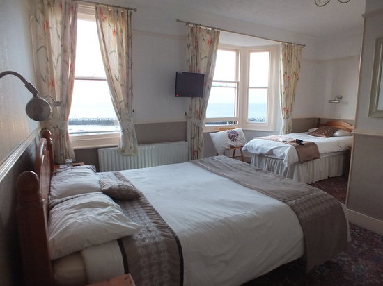 Victoria Hotel: Room 4 (double and single beds)