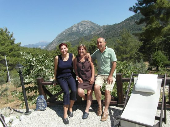 Dikencik Cottages : with the owners Mr. and Mrs. GENÇ