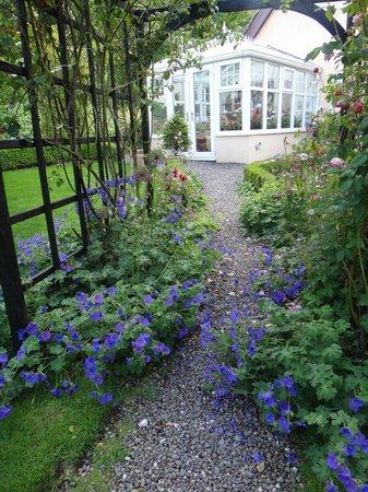 Glencairn Bed and Breakfast: the garden