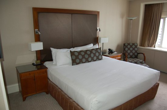 Pullman Auckland: Bed in Room
