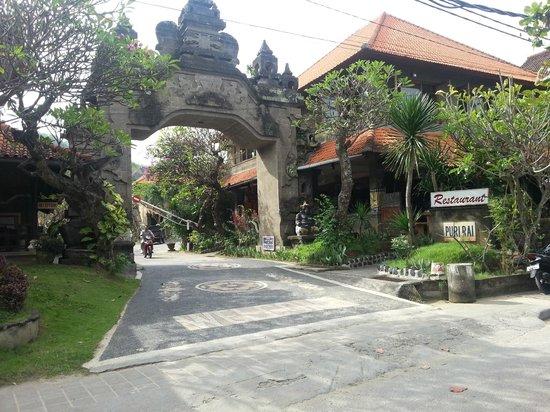 Hotel Puri Rai: Hotelansicht von der Straße aus