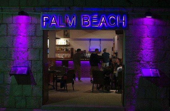 Palm Beach Restaurant: Entrance