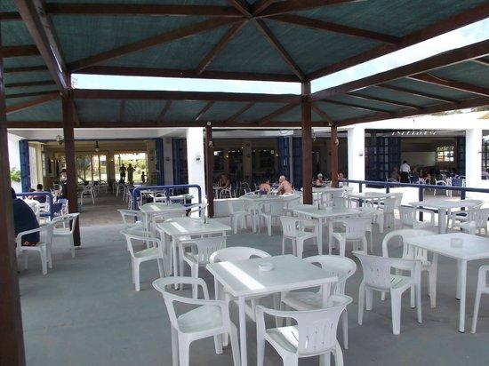 Messonghi Beach Resort: Snake - ресторан с 10 до 18 для непрерывно жующих