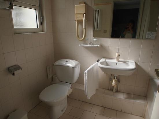 Bristol Hotel: バスルーム
