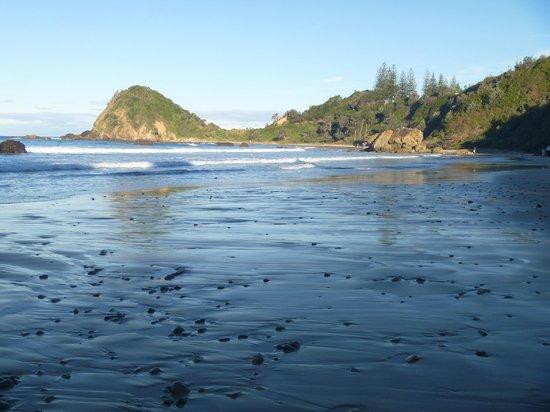 Ramada Resort Flynns Beach: A short walk from the resort.