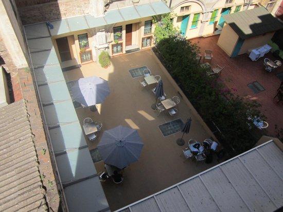Hostal La Terrassa : patio intérieur