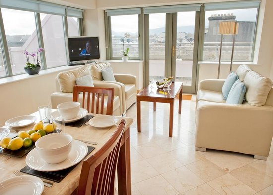 Park Place Apartments: Dining/living room