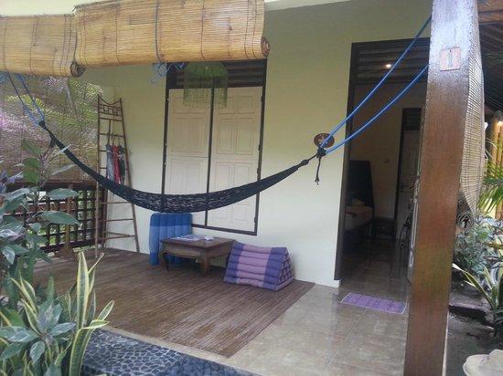 Pesona Beach Resort & Spa: Terasse vor dem Zimmer